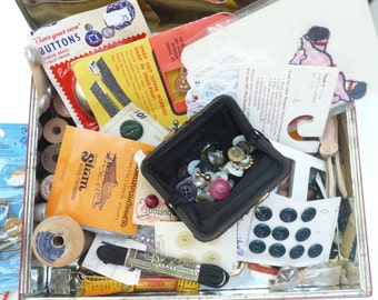 Vintage Sewing Collection / Peek, Frean and Co. LTD Biscuit Tin London England / Collectible Buttons / Crafting / Accessories