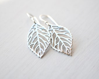 352 Silver Filigree Leaf Dangle Earrings - dainty minimalist jewelry by lustre