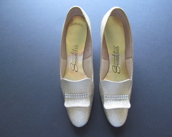 Vintage 1970's Glittery Gold Metallic Pumps High Heel Shoes Rhinestone Trim Size 8