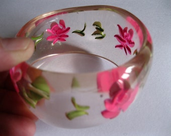 vintage lucite  plastic bangle with roses flowers