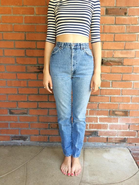 Sep 28, · The best way to size jeans is to measure your body. Measure your waist by wrapping a measuring tape around the area your jeans normally sit, then Views: K.