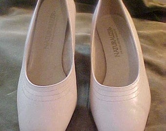 "Vintage 1960 Creme Pumps, 2 1/2"" Heel, by Naturalizer (worn once)"