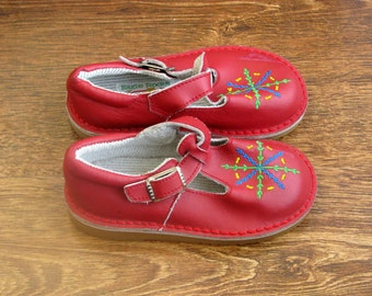 Vintage  Unused Eagle Rock red leather children's shoes 7.5-8.5M, 23-24 EU  - Red Sandals for Girls