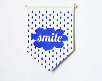 Wall Banner SMILE. Hand screen printed. Raindrops. Bannière sourire.