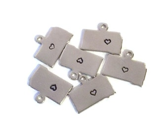 2x Silver Plated South Dakota State Charms w/ Hearts - M070/H-SD