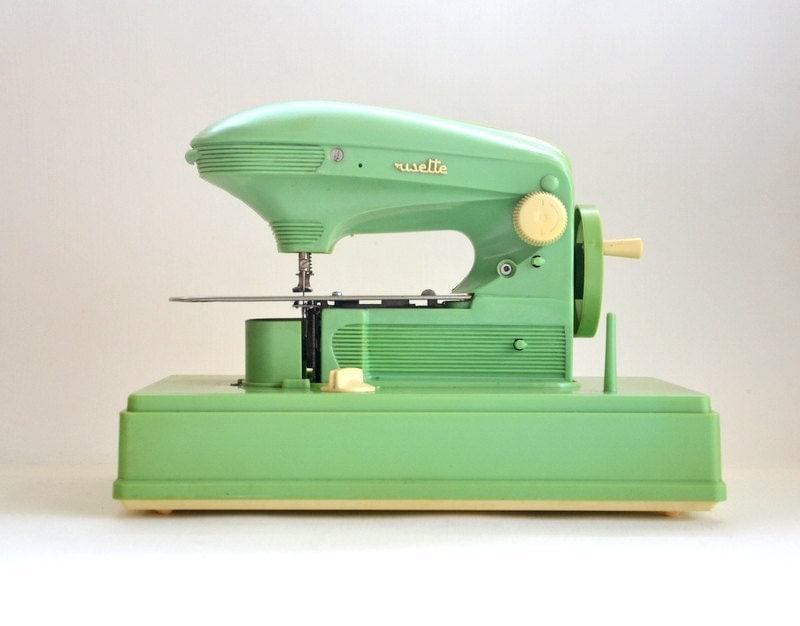 Machine coudre enfant jouet ancien ma cousette vintage for Machine a coudre jouet