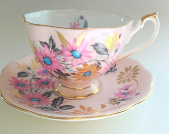 Queen Anne Tea Cup and Saucer, Queen Anne Cups, Pink Gold Cups, Tea Set, Teacup and Saucer, Antique Teacups, Bone China Tea Cups