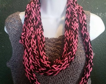 Finger knit infinity scarf (pink/black), necklace scarf, handcrafted knit scarf, infinity loop