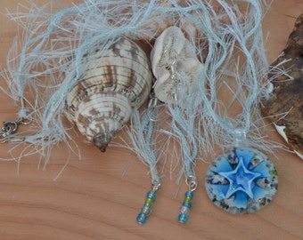 Set pendant and blue earrings
