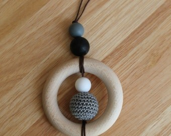SATURN (Grey). Breastfeeding necklace with wooden ring and crochet bead. Teething/fiddle necklace