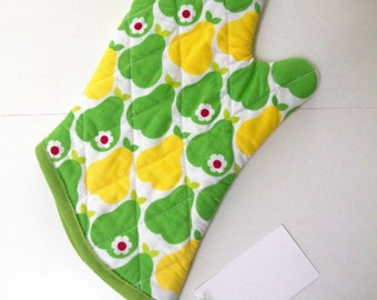 "7""x7"" Green and Yellow Pears Oven Mitt"