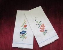 Pair of Shabby Chic Vintage Embroidered Linen Fingertip Towels Circa 1950's/Shabby Chic/Cottage Chic   #15038