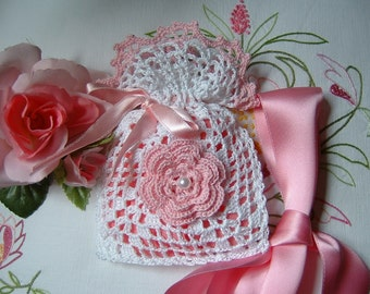 Handmade cotton crochet wedding favor bag white and pink. Romantic wedding favor. Small crochet for marriage