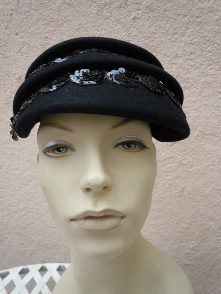attractive 1930s 40s black felt s hat by
