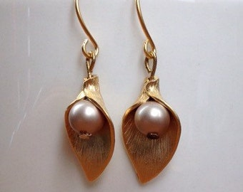 Matte gold lily leaf and beige pearl earrings