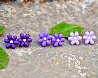 Earrings with purple Daisy flower lobe