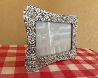 Vintage Photo Frame with Intricate Paisley Design