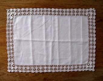 VINTAGE SWEDISH TABLECLOTH / Table runner / Tablet / Lace / Cottage style / Hand made / Crochet / Shabby chic / Farmhouse / Romantic / Linen