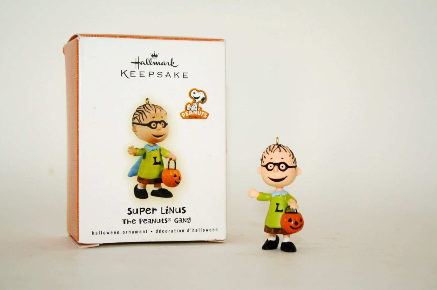 Hallmark 2009 The Peanuts Gang SUPER LINUS Halloween Ornament ...