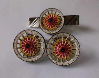 Vintage Roulette Wheel Cuff Links Set with Roulette Wheel Casino Tie Bar, Gambling Themed Men's Cuff Links Retro, Bright Colors