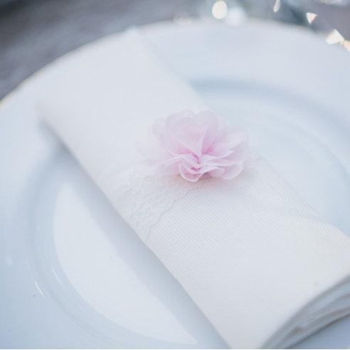 Rond de serviette pour mariage fleur rose by SAVEtheDECO on Etsy