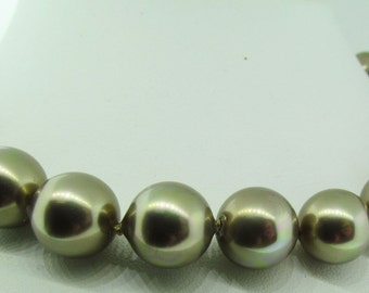 """Grey beads necklace. Vintage. 18"""" long. Magnetic clasp."""