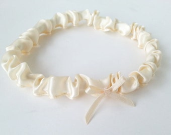 Simple toss garter / Throw away garter with bow - Ivory or white