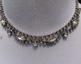Beautiful vintage prong set collar necklace with large Marque and princess cut rhinestones - Excellent vintage condition