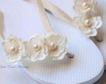 BRIDAL Flip Flops, Bridal sandals,Wedding Flip Flops, Bridesmaid Flip Flops, Bridesmaid Gifts, Bridal Party Gift, bridal shoes,beach wedding