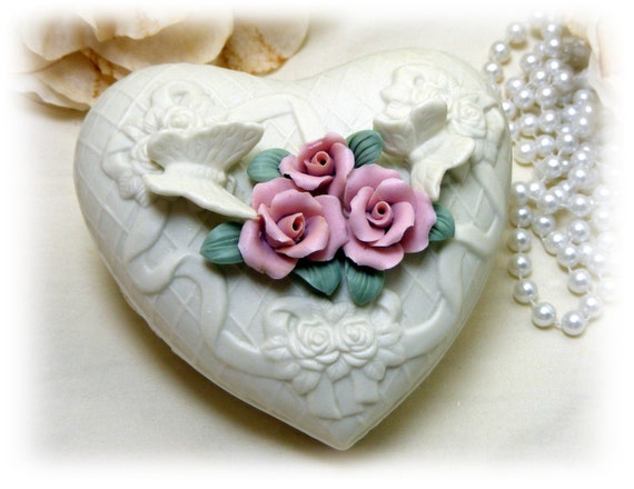 ELEGANT PORCELAIN BISQUE . . Vintage Rose Heart Trinket Box