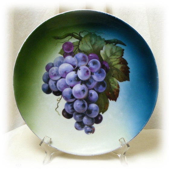 GRAPE COLLECTORS PLATE . . Very Old