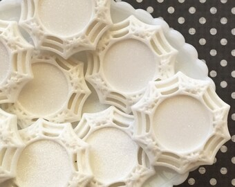 Cabochon Setting , White Resin Cameo Frame Setting - Spiderweb Glitter Cabochon Setting