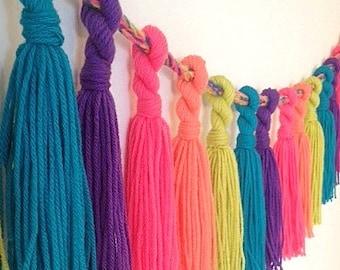Yarn Tassel Garland - Bright Rainbow, Party Decor, Bedroom Decor, Babyroom Decor, Wedding, Customizable,Pink,Tangerine,Green,Blue,Purple