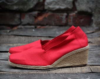 Vintage Wedge Espadrilles Andre Assous, Red, Never Worn, size 6.5 1970s