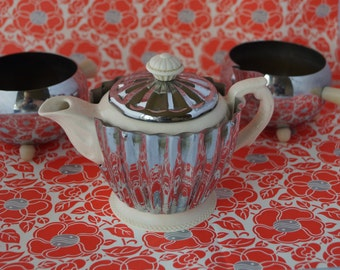 A chic and stylish vintage Heatmaster insulated teapot -  ivory porcelain inner, chrome outer. Art deco style, made in the 1940s/50s.