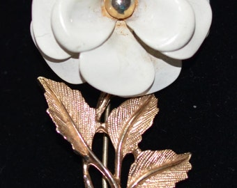 Enameled White  Flower pin, Avon