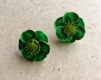 Retro Lime Green Clip on Enameled Fliwer Earrings