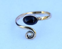 Toe ring, Brass Toe ring, Spiral Toe ring, Black onyx Stone Toe ring, Gemstone Spiral Toe ring, Adjustable Toe ring, Foot jewellery