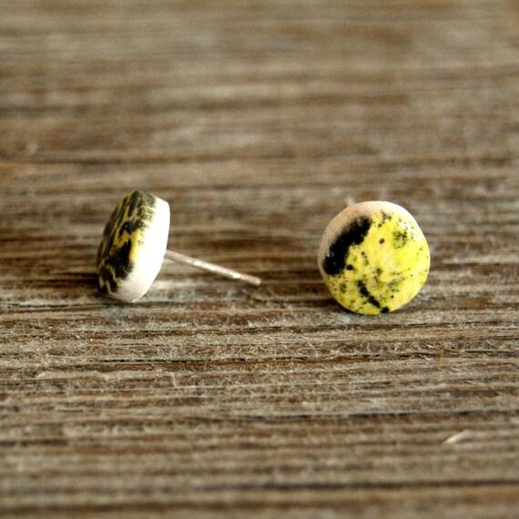 MINI round vintage abstract print semi porcelain stud earrings