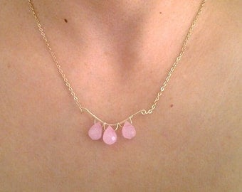 Pink gemstone necklace, Chain stone dangle necklace, Pink rose quartz, Gold chain necklace, Pink stone necklace, Gift idea