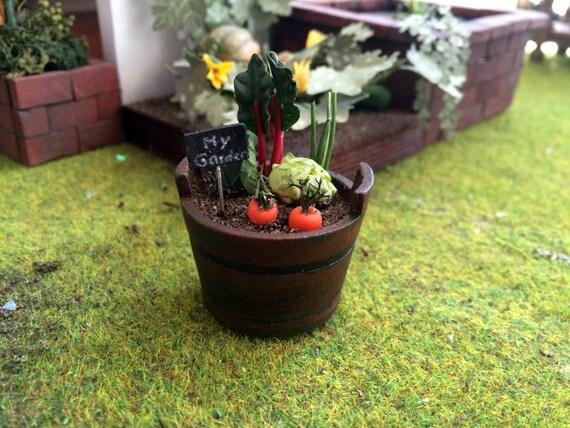 jardin potager miniature dans un pot en bois maison par madeineven. Black Bedroom Furniture Sets. Home Design Ideas