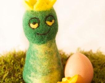 Crown Frog Felt Eggwarmers designed in Germany, handmade in Nepal.