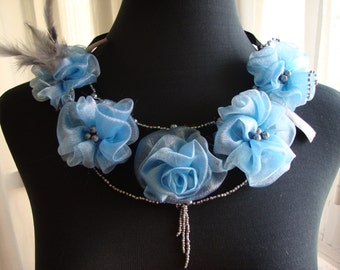 Bib, organza flowers, feathers and pearls collar grey
