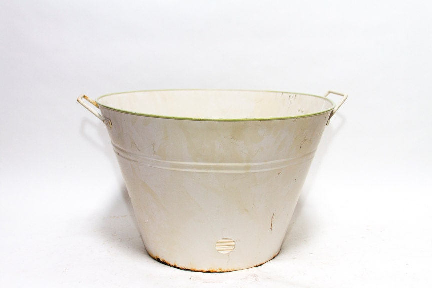 Vintage wash tub with drainage tray rustic metal wash pot for Old metal wash tub