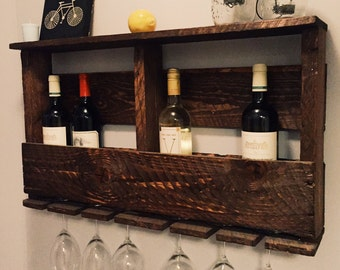 Reclaimed rustic wood wine rack with shelf. Pallet upcycled material, handmade.