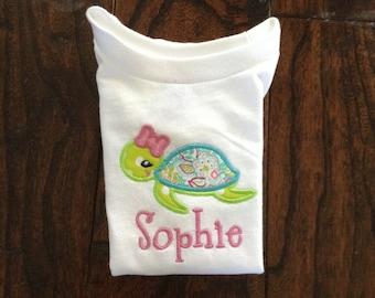 Girl sea turtle appliquéd short sleeve shirt