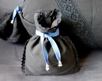Black pouch No. 182