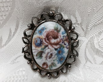Vintage Cameo Brooch, Victorian Style, Floral Design, Shabbi Chic. Beautiful Outline.