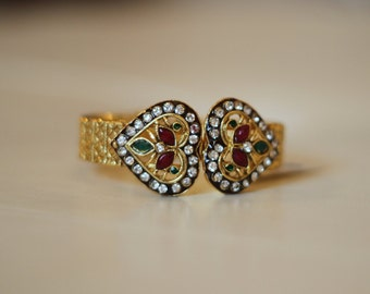 Traditional heart shaped, one size fits all Indian bangle