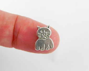 20 Cat Beads - Antiqued Silver - 11mm x 9mm - Vertical Hole